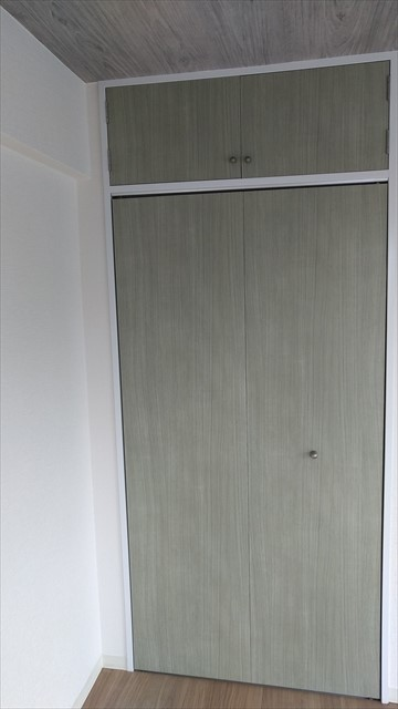 ダイノックシートを貼った収納の扉