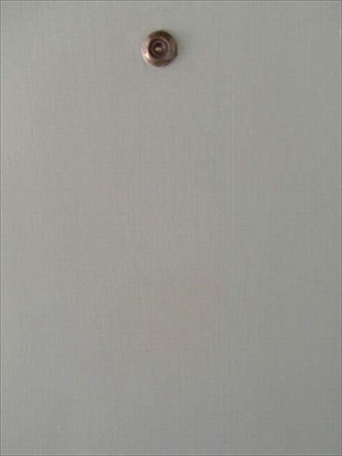 玄関扉のついたガムテープ跡掃除完了