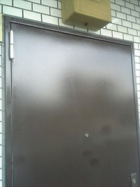 ペンキ塗りドア艶出し完了