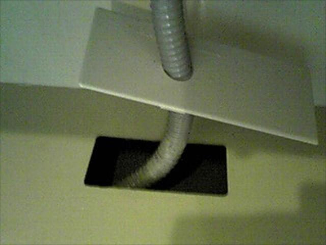 シンクの下の排水